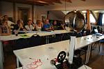 Na letním prázdninovém semináři ve Starých Hamrech na Frýdecko-Místecku představili pracovníci valašskomeziříčské hvězdárny připravené výukové programy učitelům. Na jejich uvedení do škol se kvůli koronaviru zatím čeká.