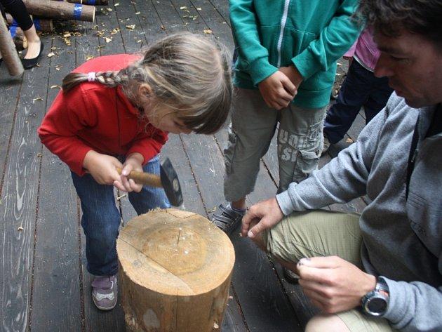 Řemeslníci a kováři v sobotu 10. srpna zaplnili Dřevěné městečko ve Valašském muzeu v přírodě. Jejich umění obdivovali návštěvníci z celé Moravy.
