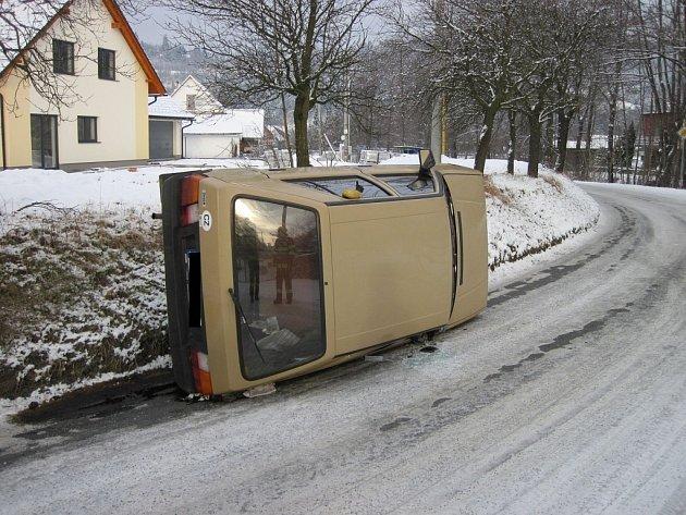 Dopravní nehoda v obci Huslenky.