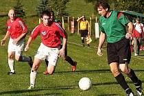 V utkání 1. A třídy Vidče (zelené dresy) – Hrachovec padlo sedm branek, domácí vyhráli 4:3.