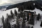 Velké Karlovice v zimě: letecký pohled na hotel Lanterna.