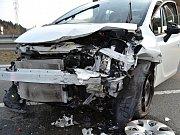 Ve vsetínské místní části Bobrky, na tzv. staré cestě, se ve středu 29. března 2017 srazila čelně dvě osobní auta Opel a Škoda. Zraněnou řidičku Škody museli zdravotníci transportovat letecky do FN Ostrava.