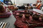 Akci Týden s Nadějí zahájil v pondělí 17. června 2019 program pro prvňáčky ze ZŠ Sychrov v denním stacionáři na Sychrově. Vyzkoušeli si i pasivní a aktivní muzikoterapii, která slouží jako terapeutický prostředek využívající hudební nástroje.