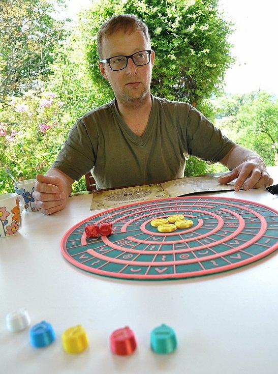 Miroslav Dančák z Hovězí na Vsetínsku je spolutvůrcem unikátní deskové hry Labyront, kterou si mohou zahrát také nevidomí.