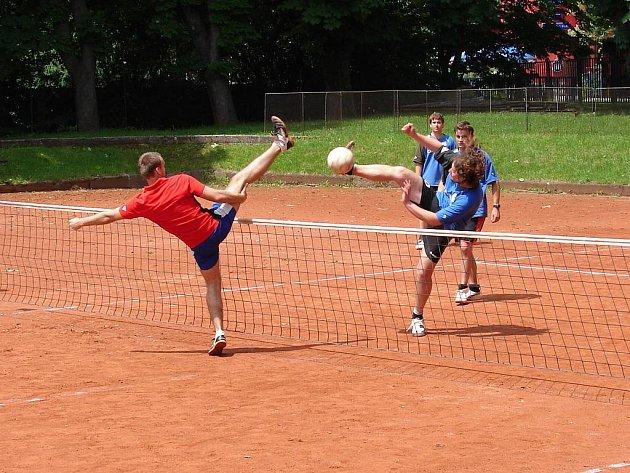 Namísto Bedřichova si béčko Climaxu (v modrých dresech) o uplynulém víkendu v tomto utkání zahrálo přátelsky se slovenskou dorosteneckou reprezentací.