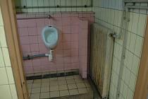 Veřejné toalety ve věžáku u autobusového nádraží ve Vsetíně.