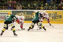 Valašsko ožilo hokejem. Zelenožlutí borci se první březnový den pustili do bojů v play-off. Za mohutné podpory věrných fanoušků.