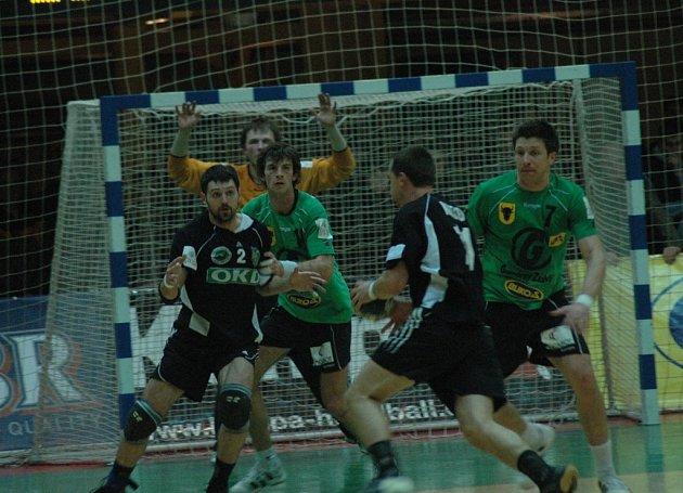 Házenkáři Zubří (v zelených dresech) v zápase s Karvinou.