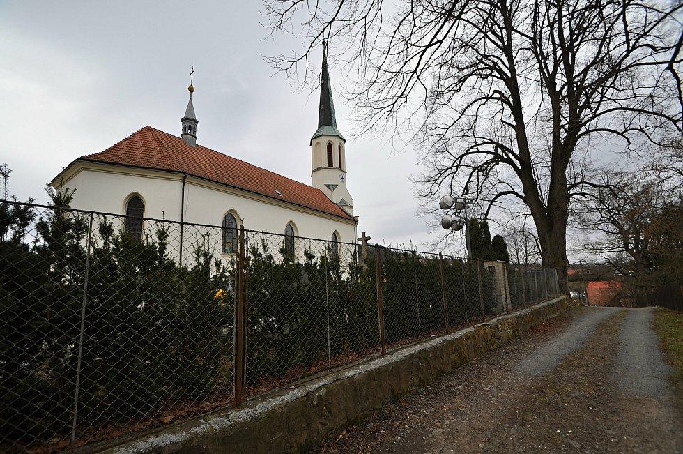 Hovězí – kostel svaté Máří Magdalény. Novogotický římskokatolický kostel byl v roce 2001 prohlášen za kulturní památku.