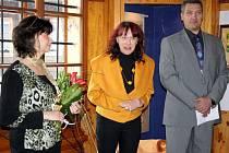 V Karlovském muzeu vystavovuje místní umělkyně Lenka Tauberová