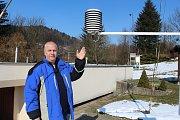 Automatická meteorologická stanice měří počasí ve Vsetíně od roku 1997. Vedoucí hvězdárny Martin Leskovjan uvedl, že první měření ve Vsetíně se provádělo už na počátku dvacátého století.