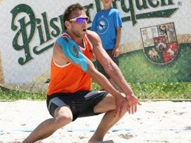 Plážový volejbalista Michal Růčka.