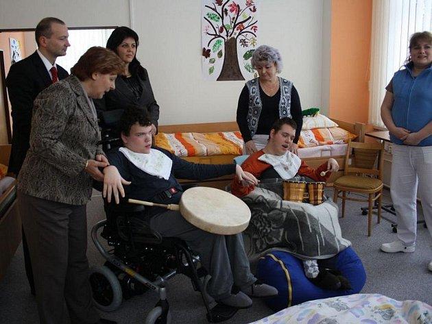Nový elektrický vozík pro invalidy v minulých dnech získalo do užívání Středisko Naděje na Sychrově ve Vsetíně.