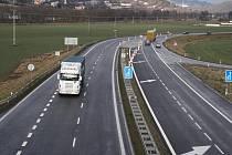 Na čtyřproudé silnici mezi Jablůnkou a Vsetínem se bude jezdit rychleji.