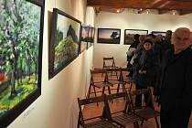V informačním centru Zvonice na Soláni otevřeli v sobotu výstavu obrazů Ivana Jandory ze Vsetína