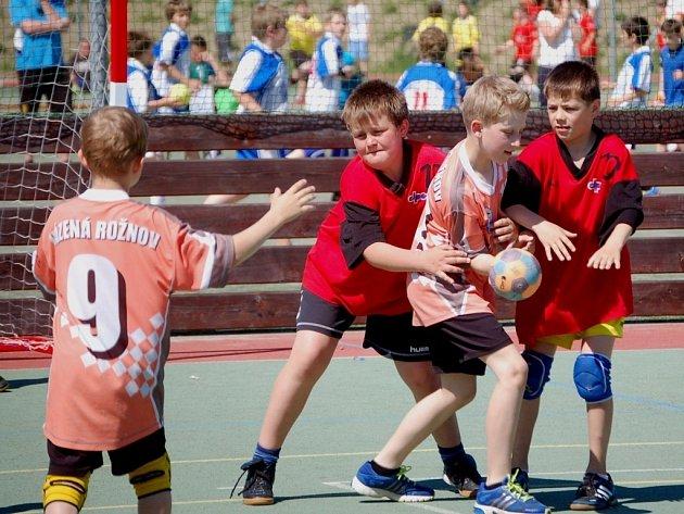 Festival miniházené přilákal do Zubří třicet mládežnických týmů, do hry zasáhlo 260 malých házenkářů.