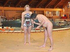 Největší zájem o koupání bez plavek měly podle organizátorů rodiny s dětmi. Odvážlivci se nechali v aquaparku i pomalovat.