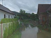 Pomoc hasičů při záplavách na Valašsku.