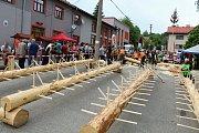 Téměř třicítka borců se sešla v sobotu 12. května 2018 na třetím ročníku dřevorubecké soutěže. Bojovali o titul Prlovský dřevař. Jednou z disciplín bylo i odvětvování.