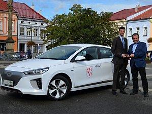Radnice ve Valašském Meziříčí pořídila elektromobil
