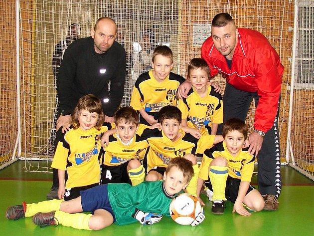 Fotbalisté mladší přípravky TJ Valašské Meziříčí zvládli turnaj skvělým způsobem a bez inkasované branky jej vyhráli.