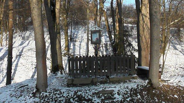 Ustudánky Vápenka najdete Mariánský sloupek, který byl postaven vroce 1949.