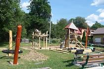 Do konce srpna 2017 vznikne ve Študlově v dolní části obce nové hřiště pro malé i větší děti.
