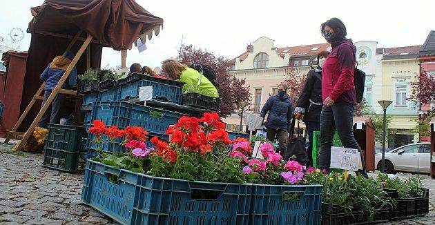 První farmářské trhy po uvolnění vládních omezení se uskutečnily ve Vsetíně vsobotu 16.května 2020.