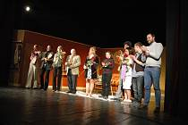 Novinku ve svém repertoáru, situační komedii Manželský poker francouzského dramatika Marca Camolettiho, představili v sobotu večer zaplněnému sálu na své domovské scéně herci vsetínského Divadla v Lidovém domě.