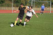 V minulém kole KP se na hřišti potkali coby soupeři dva spoluhráči z jednoho klubu. Jan Kudělka (na snímku vlevo) je v Kateřinicích na hostování z Valašské Meziříčí, mladý Michal Kundrát hraje za meziříčskou rezervu.