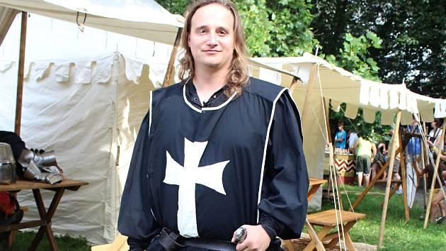 Jan Herman ze Skupiny historického šermu Valmont.