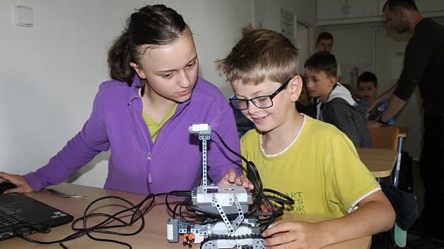Valašskomeziříčská hvězdárna pořádala ve dnech 13. až 21. července pětadvacátý astronomický tábor pro děti. Jeho součástí byla mimo jiné přednáška o programování a ovládání robotů, což všechny účastníky velmi bavilo.