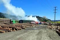 Hovězí - požár skladu dřeva - 9. května 2021