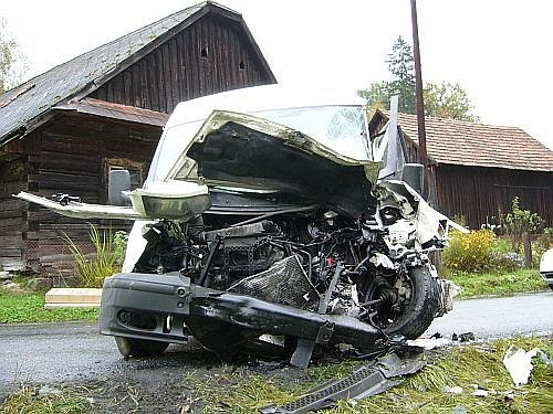 Vážná dopravní nehoda mezi obcemi Bystřičkou a Valašskou Bystřicí.