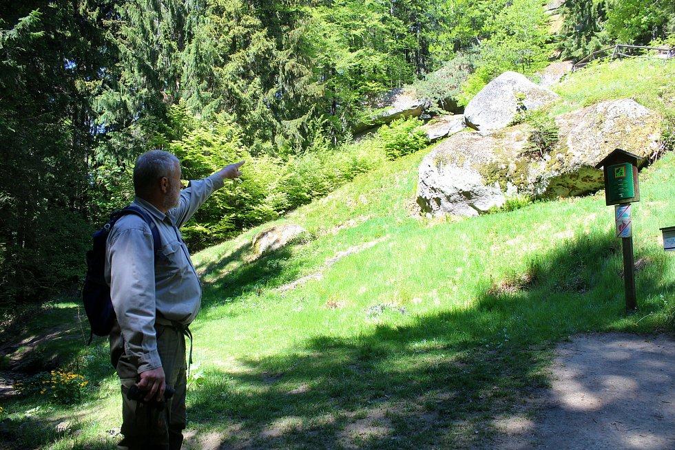 Jaromír Navrátil je dobrovolným strážcem CHKO Beskydy. Pulčínské skály mu učarovaly už v dětství. Je i okolí chrání už přes čtyřicet let.