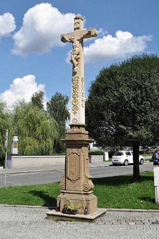 Valašské Meziříčí - renovovaný kříž v centru města