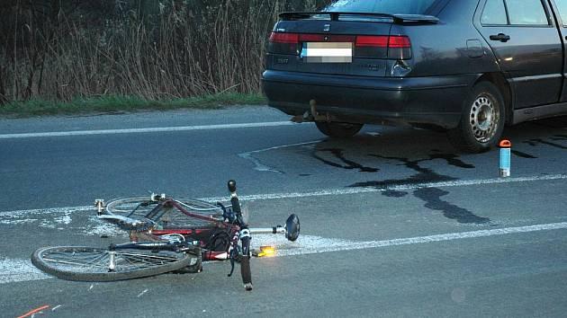Ranní nehody cyklistů: Jeden putoval na urgentní příjem, druhý má lehčí poranění