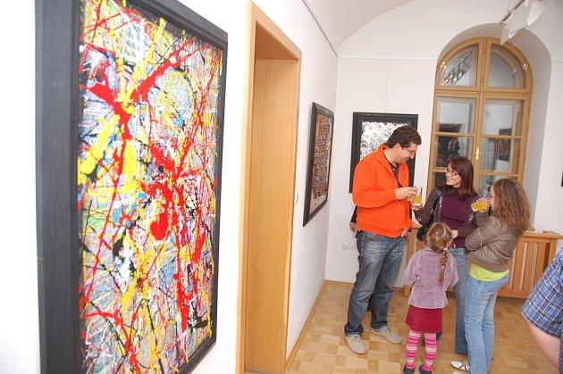 Vernisáží byla v úterý (4. listopadu) ve Vsetíně v Galerii Stará radnice zahájena výstava díla italského výtvarníka Graziana Cuberliho