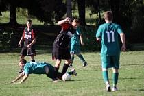 V souboji s mužstvem Kladerub měli jasně navrch fotbalisté Krhové. Zápas vyhráli 4:0.