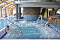 Ve Velkých Karlovicích se nachází relaxační areál s termálními bazény se slanou vodou