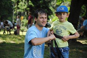 Městečko plné zábavných her vyrostlo v neděli 17. června 2018 v parku u valašskomeziříčského zámku Kinských. Vytvořilo kulisy pro oslavu Dne otců, na kterou tátové přivedli své rodiny.