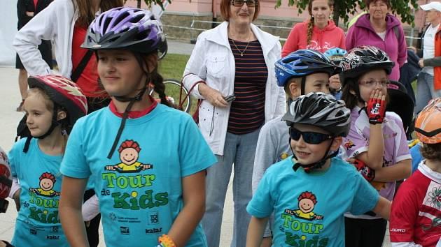 Deset nových vítězů a držitelů žlutého trikotu Tour de Kids bylo dekorováno v neděli ve Vsetíně.