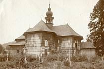 Dřevěný kostel ve Velkých Karlovicích Jurkovič nejen fotografoval, ale v roce 1893 ho zachytil kresebně a stavebně zaměřil. Dokonce ho i inspiroval k vytvoření návrhu výstavního pavilónu (1895).