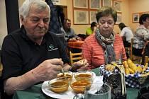 V Hospodě v Obecním domě ve Velké Lhotě se v sobotu 22. února 2014 večer uskutečnil 3. ročník klání o nejlepší dršťkovou polévku.