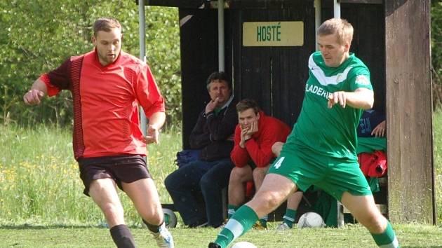 Fotbalisté Branek (červené dresy) doma porazili Kladeruby 3:2.