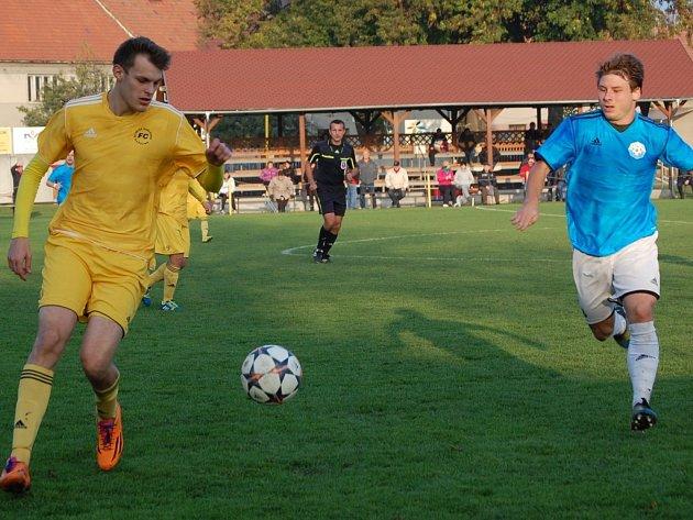 Fotbalisté VKK, s míčem Jan Pavelka.