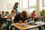 Žáci prvního ročníku Montessori školy při Základní škole Masarykova ve Valašském Meziříčí se po více než dvouměsíční nucené přestávce vrátili do lavic.