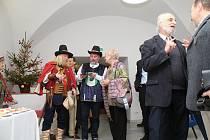 V Mramorovém sále vsetínského zámku si připomněli 125 výročí narození a 75 let od úmrtí významného Valacha Josefa Sousedíka. Také uplynulo 100 let od založení jeho továrny.