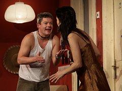 Tereza Kostková s Alešem Hámou v divadelní hře od Terernce McNallyho s názvem Frankie a Johnny.
