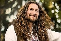 Jedním z účinkujících na Envirofestu Bečva 2021 bude hudebník Tomáš Kočko.